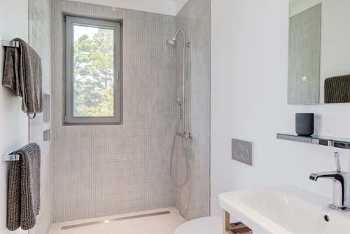 Greenport_Guest Bath 1 web