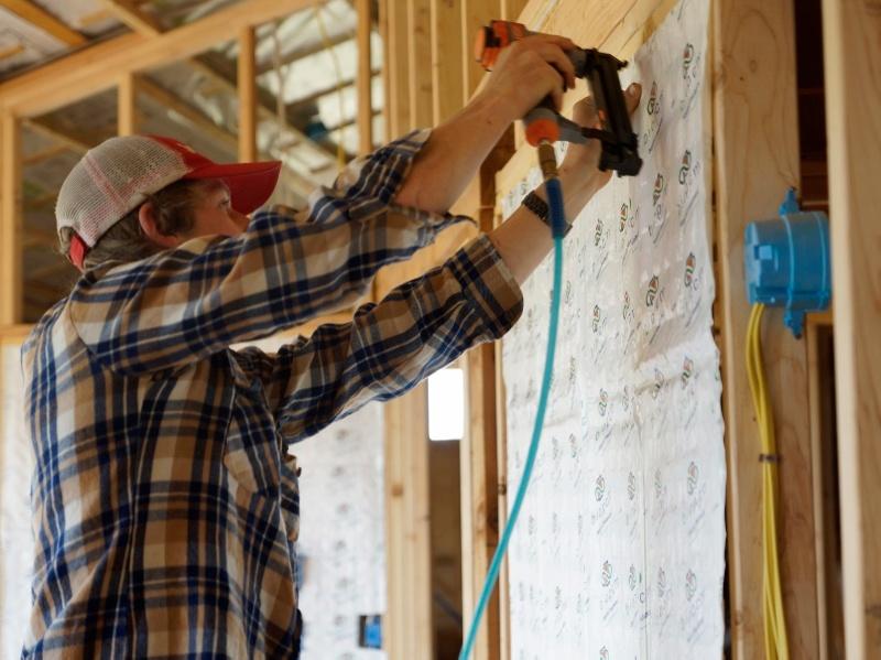 installing insulation (800x599).jpg