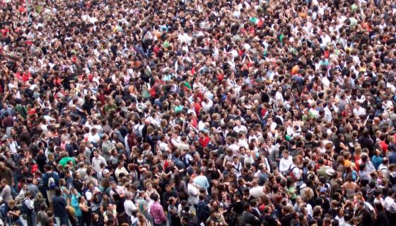 millennial_crowd_shot-560x320